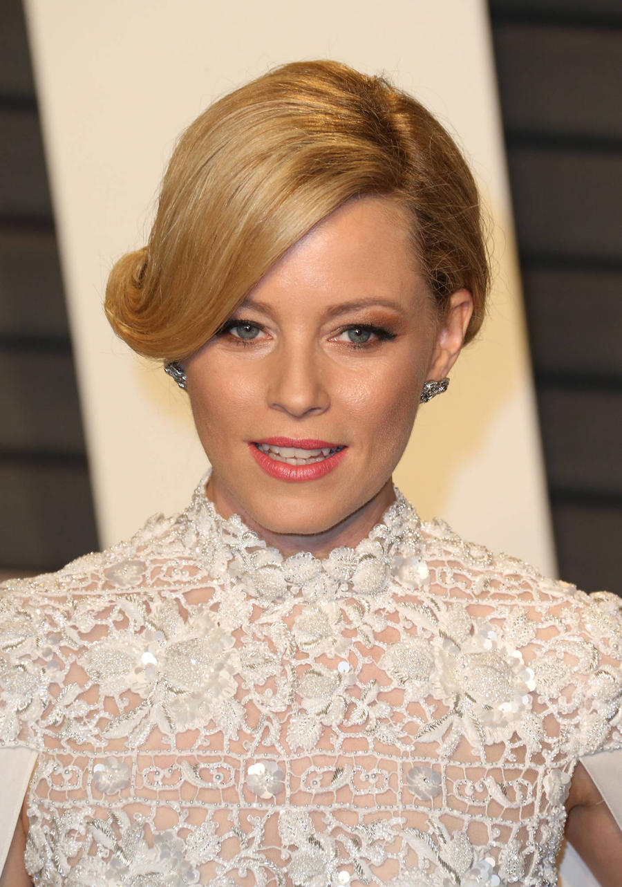 Elizabeth Banks One Step Closer To Taking On Charlie's Angels