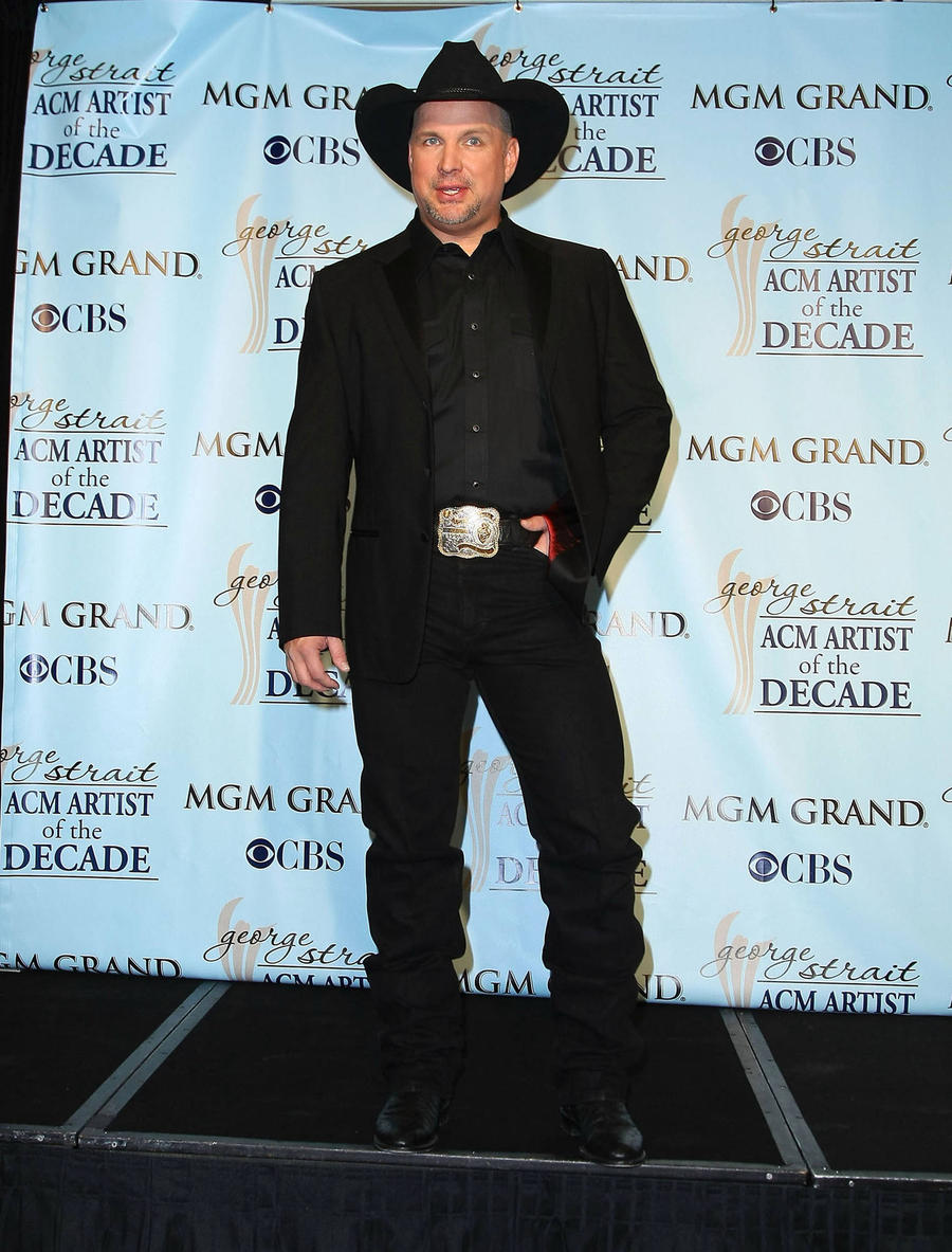 Garth Brooks Delays Release Of New Album