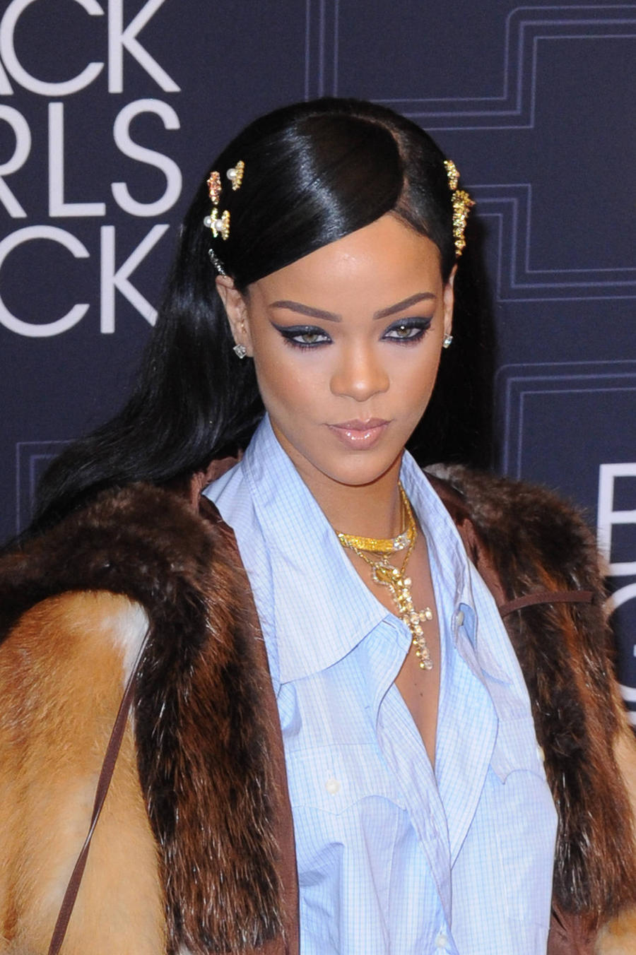 Rihanna Ties Beatles Chart Record In U.s.