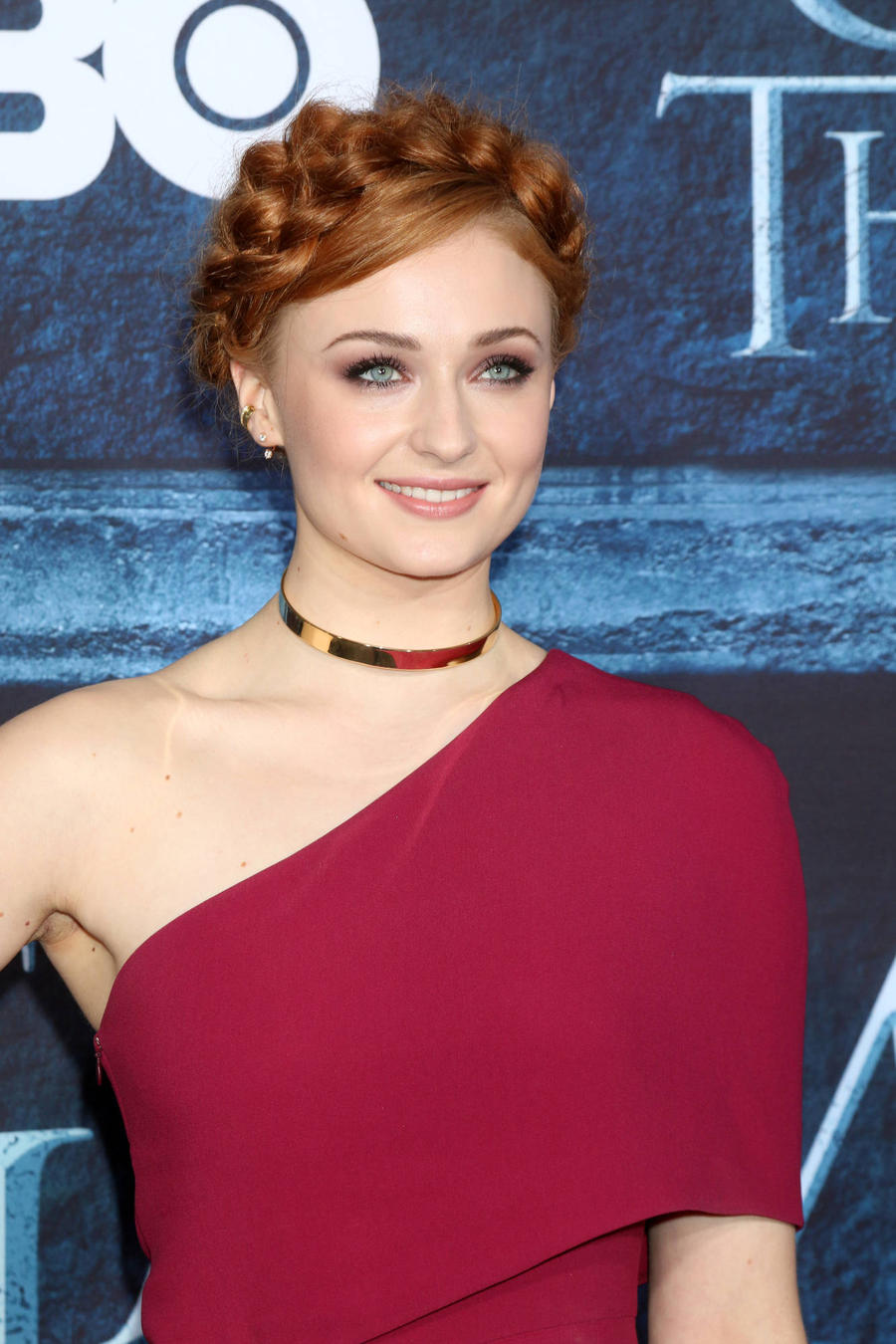 Sophie Turner Tackles Adele's Hello As Jon Snow Is Hilarious New Video