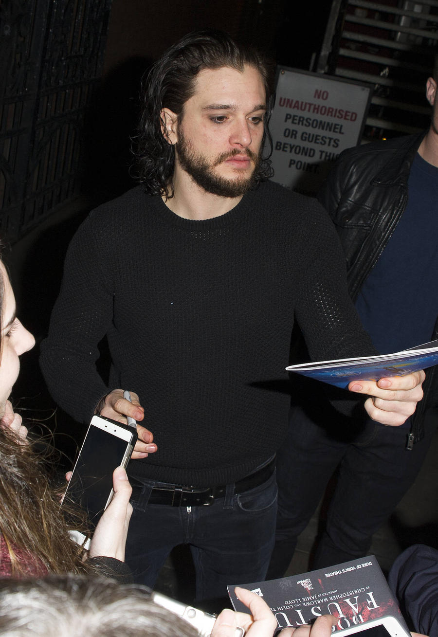 Fan Photos Of Kit Harington's Nude Bottom Leak Online
