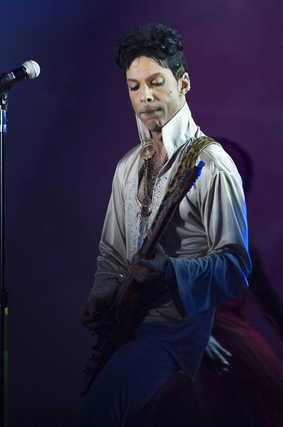 Drug Enforcement Agency Officials Join Prince Death Investigation