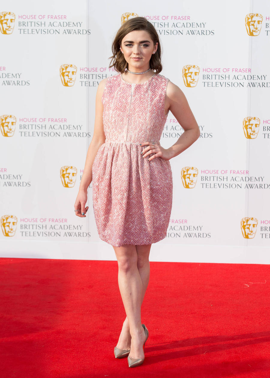 Maisie Williams Outraged By Braless Outfit Report