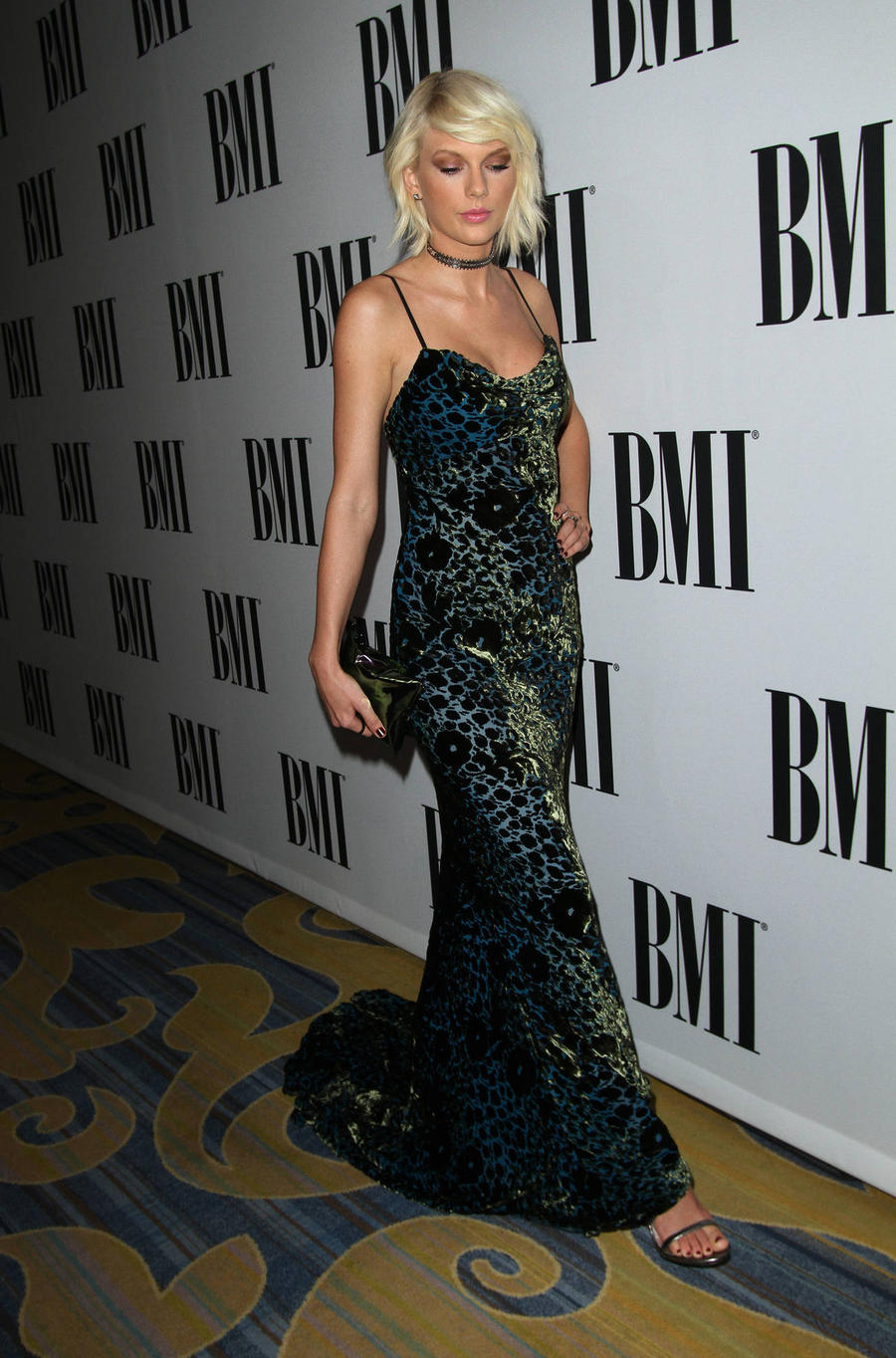 Taylor Swift Takes Home Namesake Gong At Bmi Pop Awards