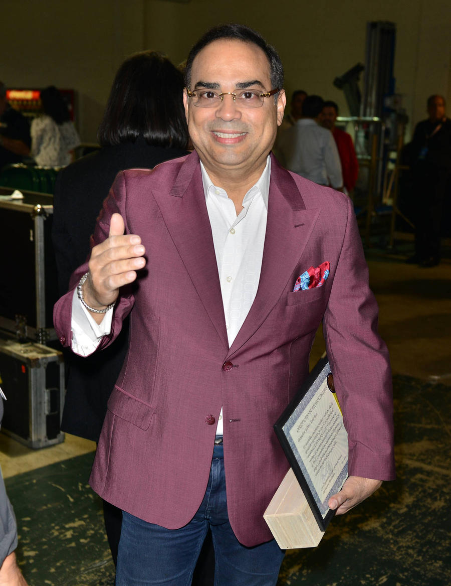 Gilberto Santa Rosa Lands Guinness World Record