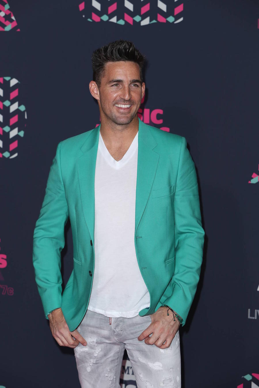 Jake Owen Asking Fans To Help Him Name New Dog