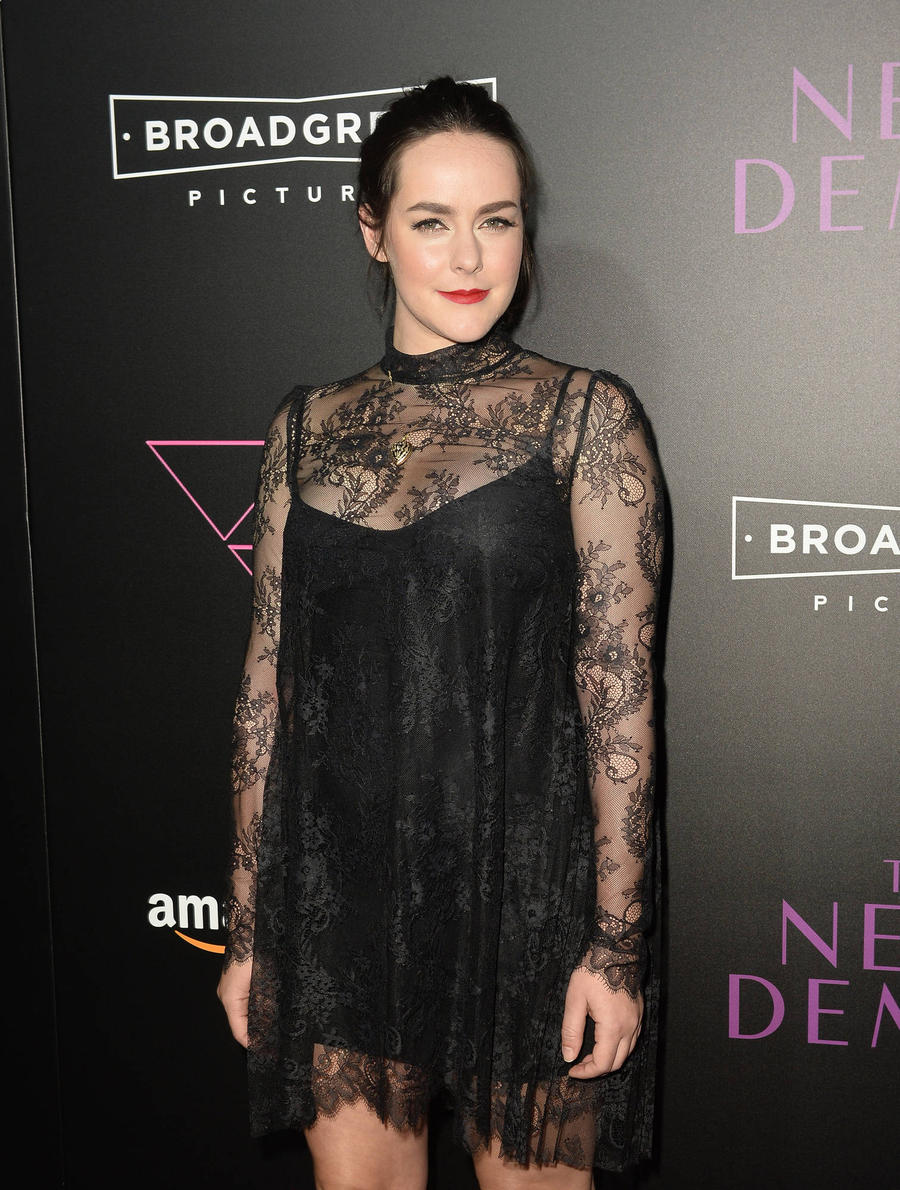 Jena Malone Engaged