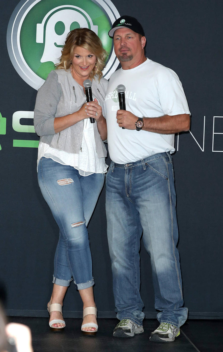 Garth Brooks & Trisha Yearwood To Sing Classic Duets At Cma Awards