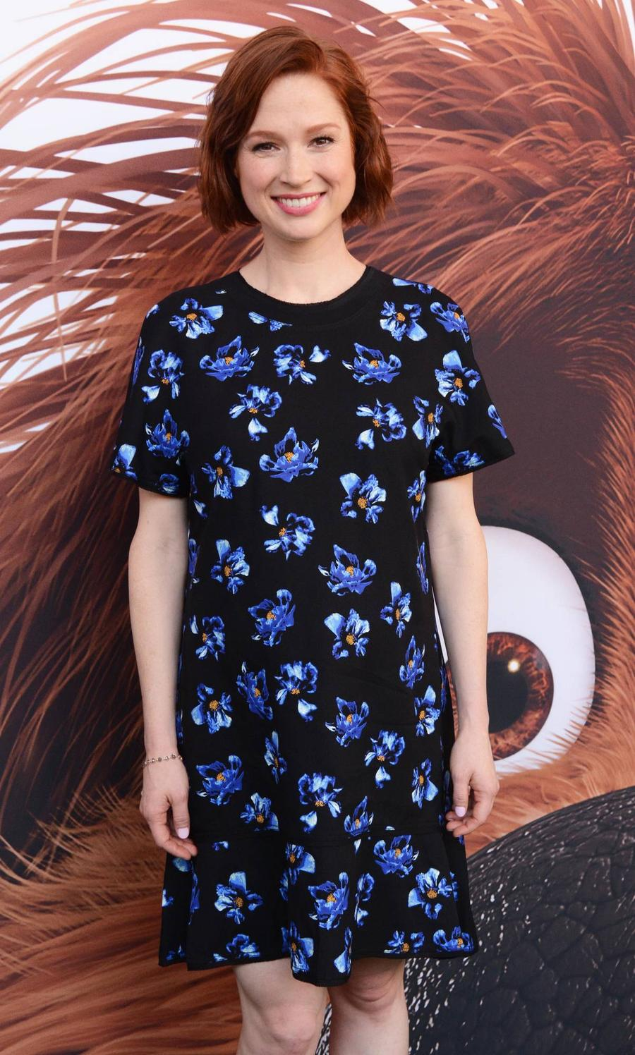 Pregnant Ellie Kemper Couldn't Stomach Eating Healthy Sardines