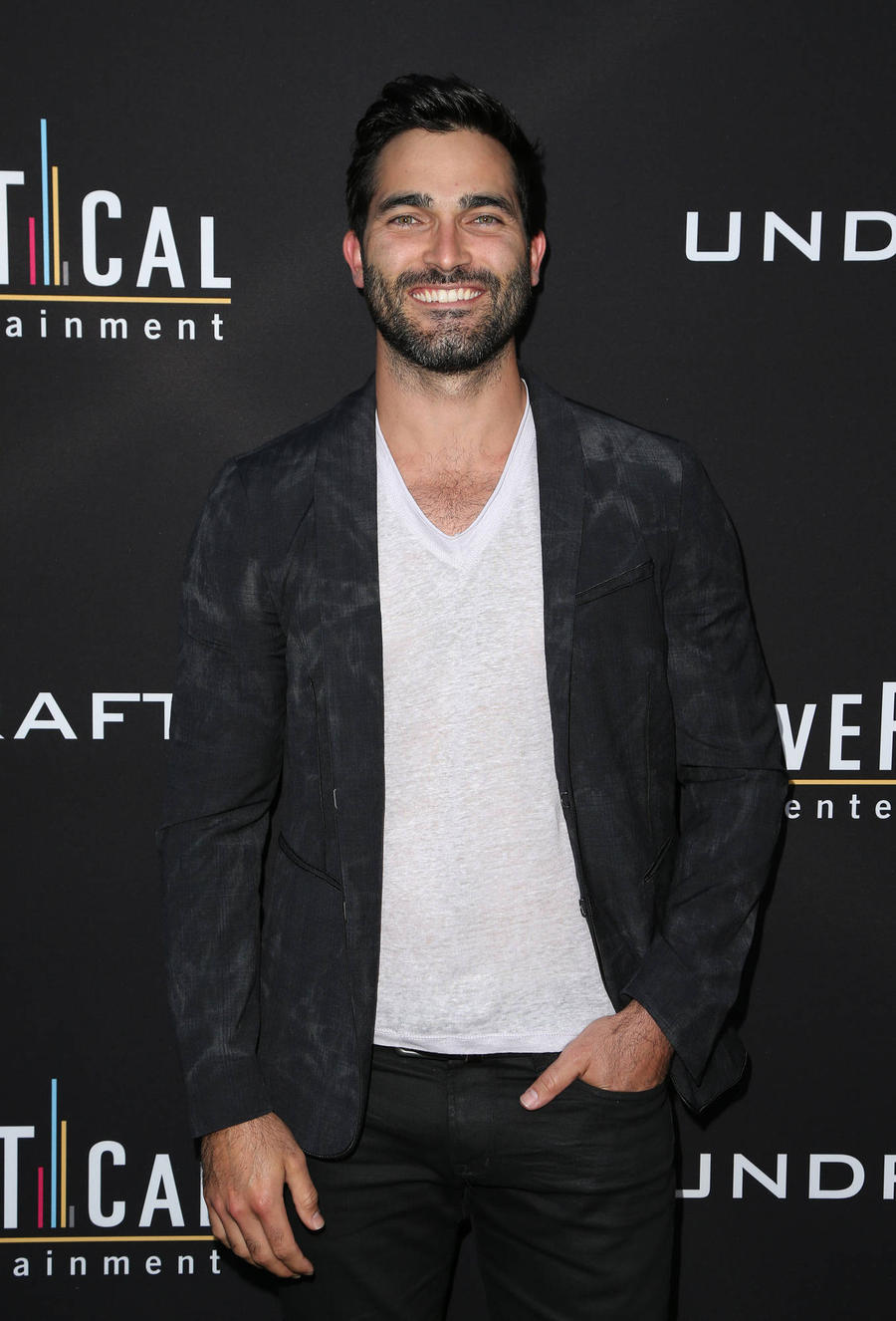 Tyler Hoechlin Adopts Surfing Trick For Superman Tv Role