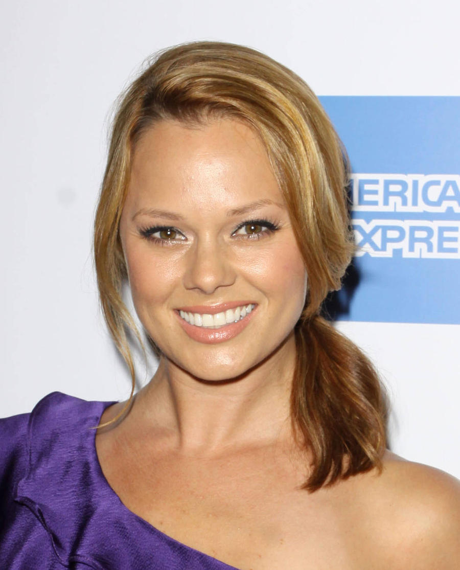 Kate Levering Cast In Reese Witherspoon's Cruel Intentions Role