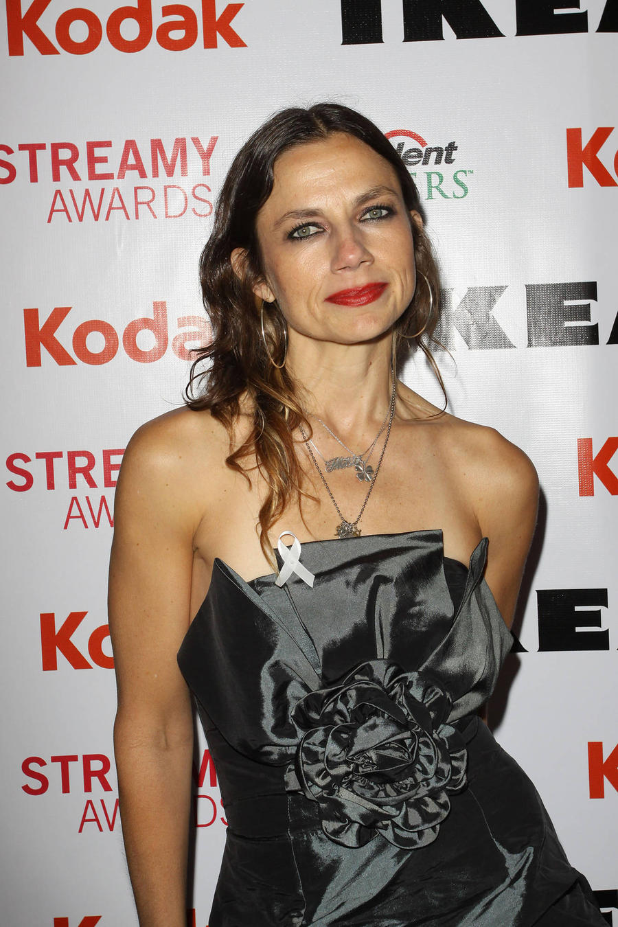 Justine Bateman Tweets Outrage Over Family Ties Stage Play News