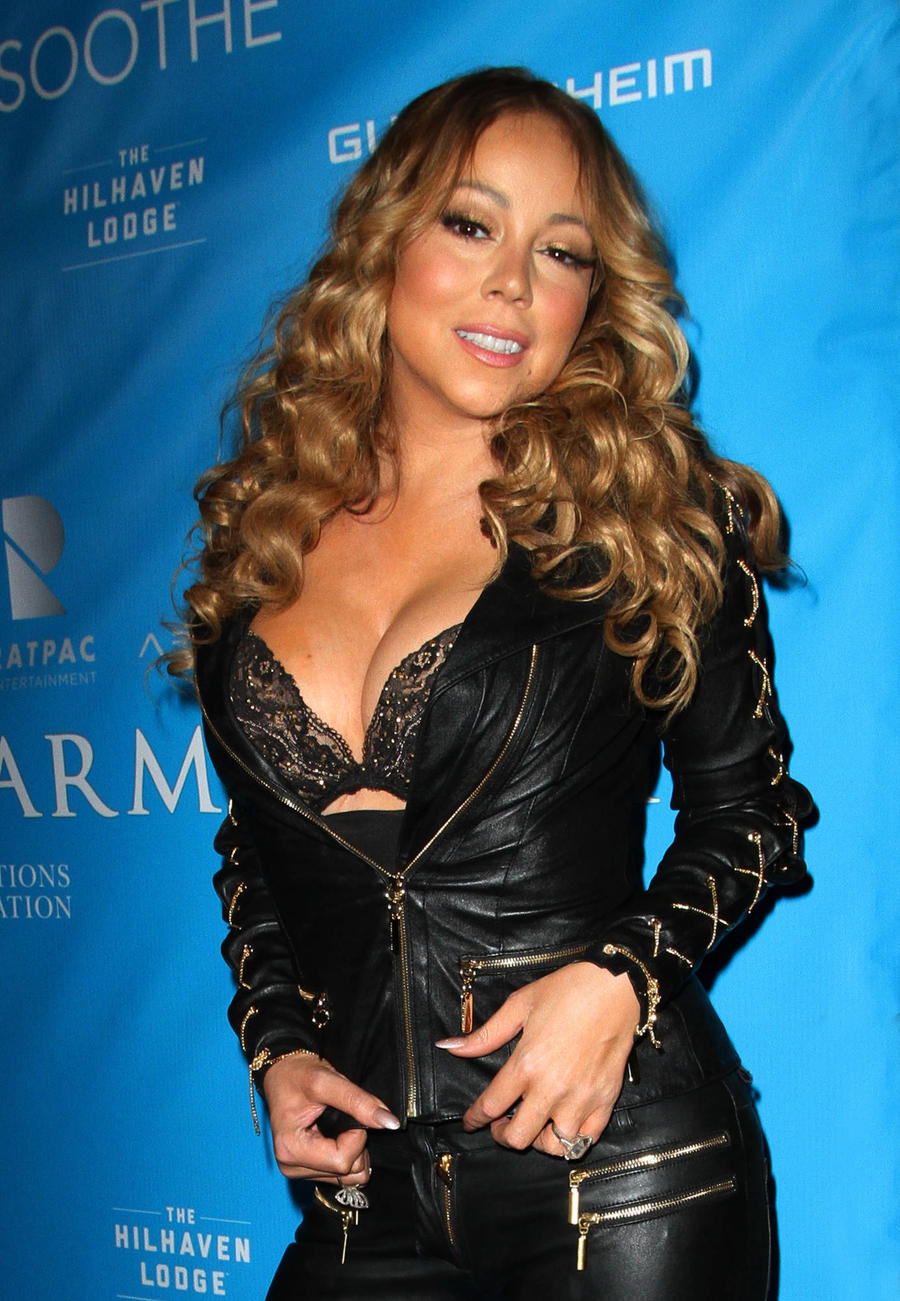 Mariah Carey Treats Kids To Spooky Evening At Jessica Biel's Restaurant