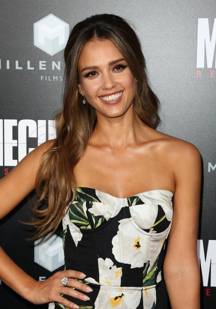 Jessica Alba Has No Plans To Ditch The Make-up