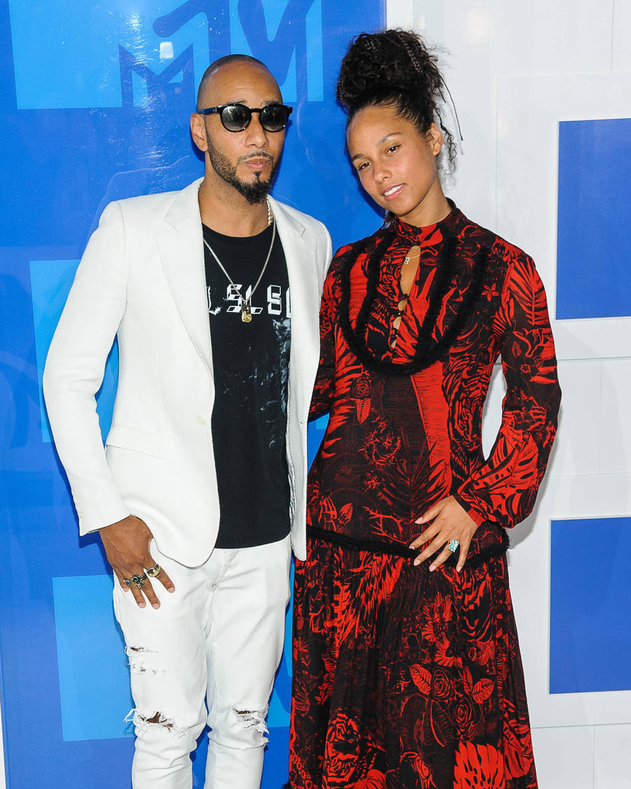 Swizz Beatz Defends Alicia Keys Over No Make-up Stance