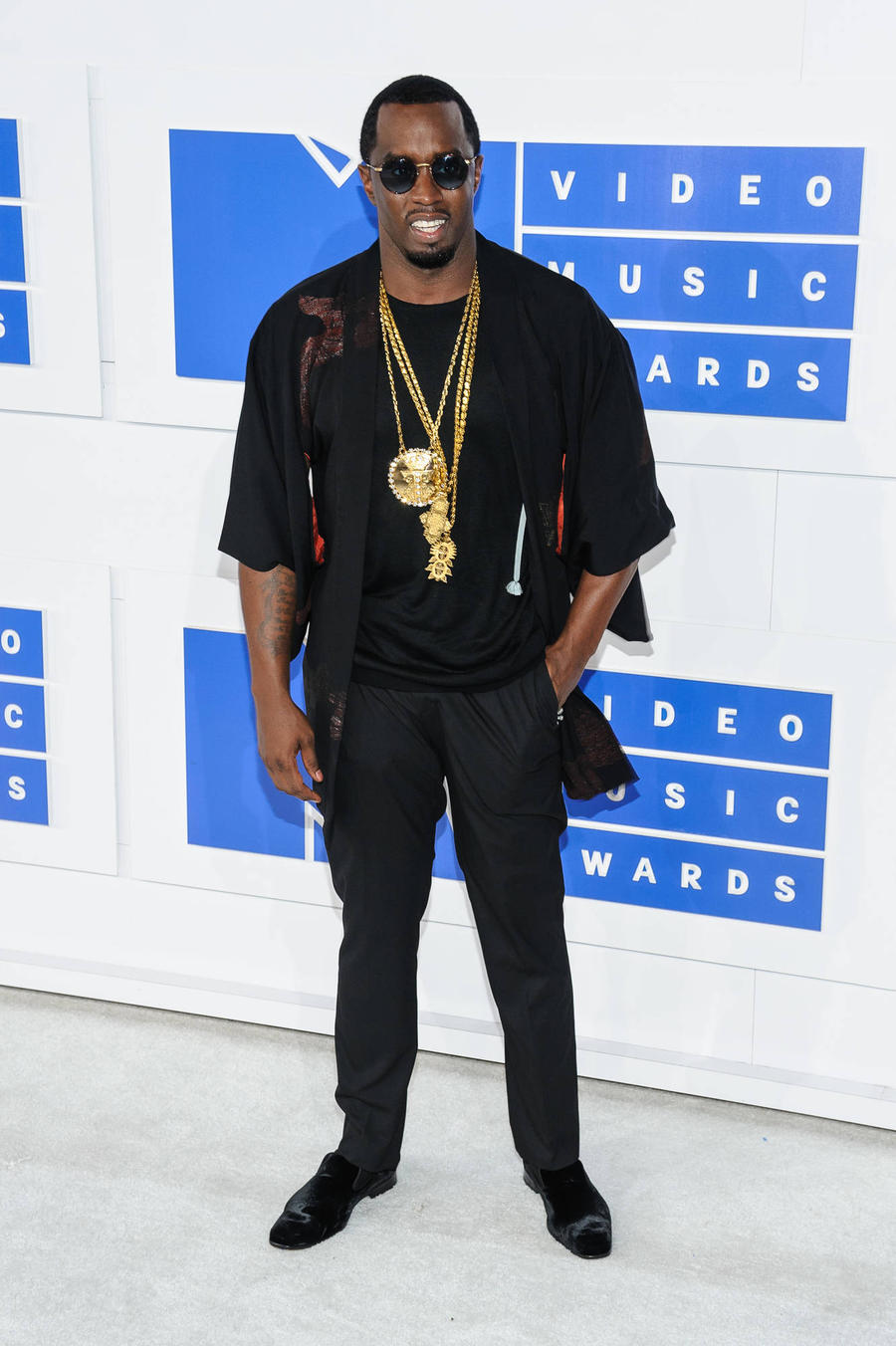 Sean 'Diddy' Combs 'Doing Great' After Knee Surgery