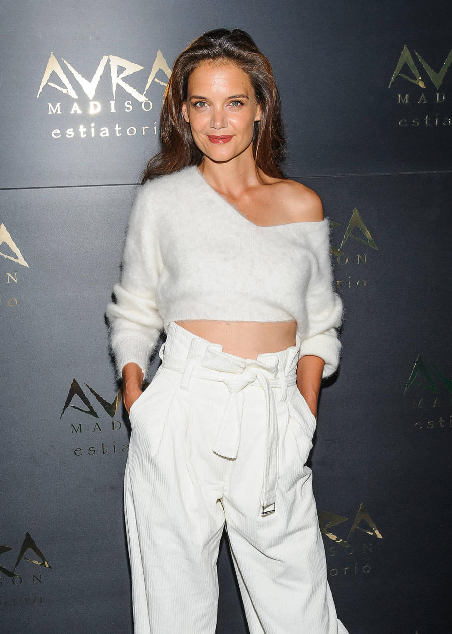 Katie Holmes Enjoys Low-key Thanksgiving At Games Arcade