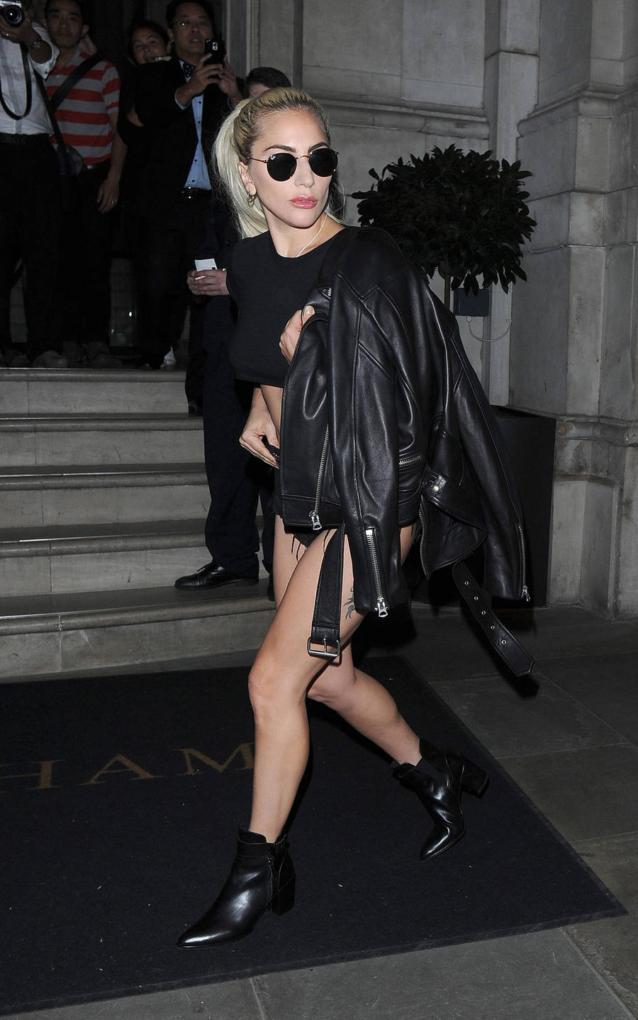 Lady Gaga Returns To Bar She First Performed In At 15