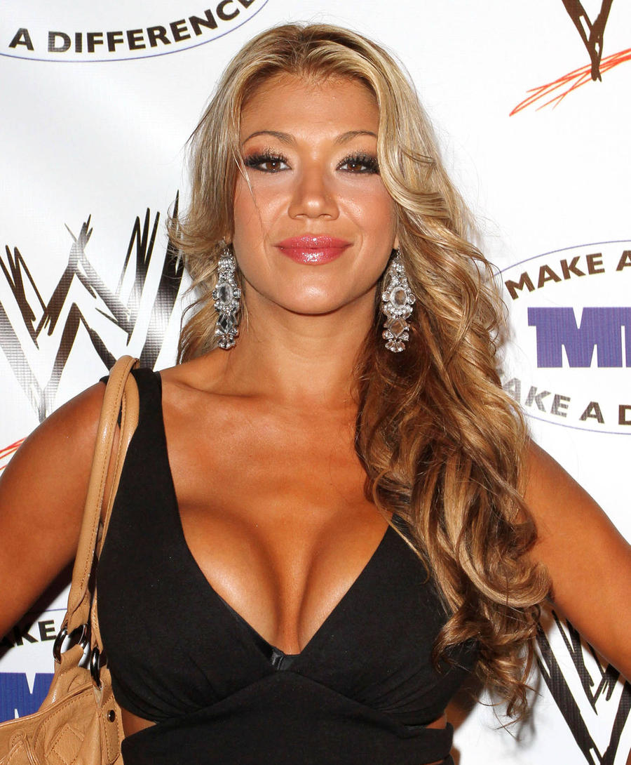 Wrestling Beauty Rosa Mendes Welcomes First Child