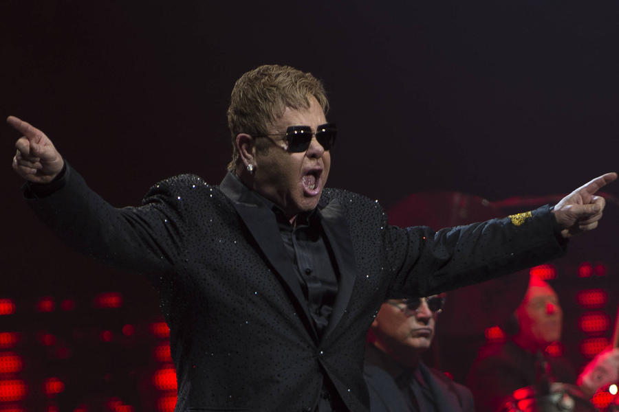 Elton John Serenades Hillary Clinton At Hollywood Fundraiser