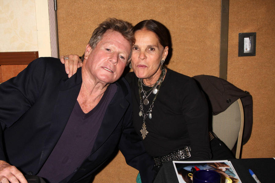 Love Story Stars Ali Mcgraw And Ryan O'neal Reunite At Harvard