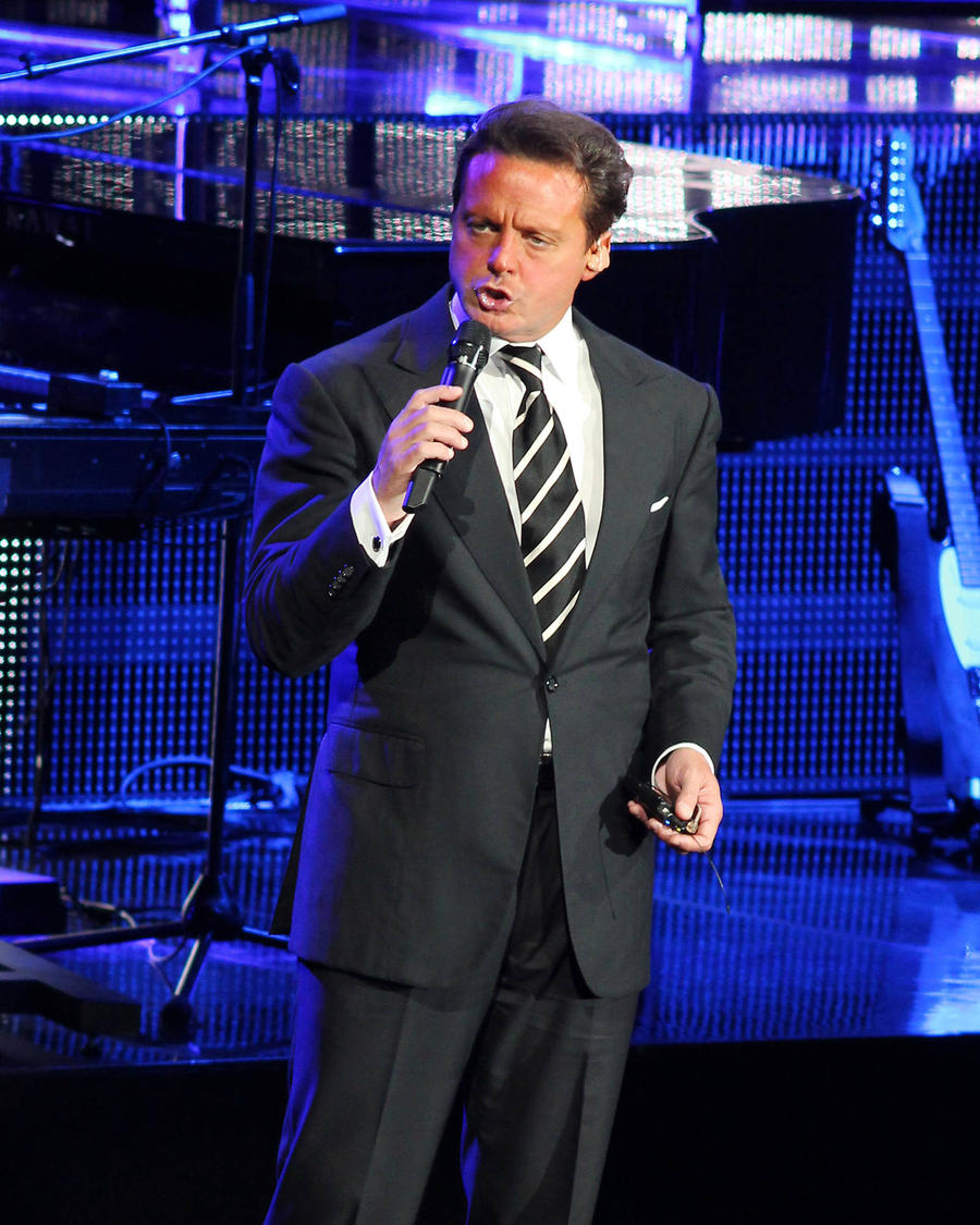 Luis Miguel Pulls Out Of Mexico Shows Again