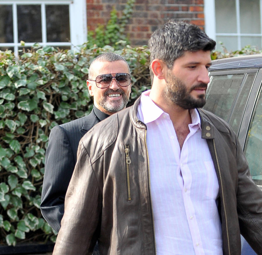 Police Investigating Whether George Michael Died Of Drug Overdose - Report