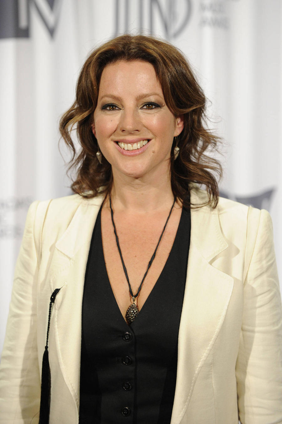 Sarah Mclachlan Opens Her House To 'Stragglers' On Christmas Eve