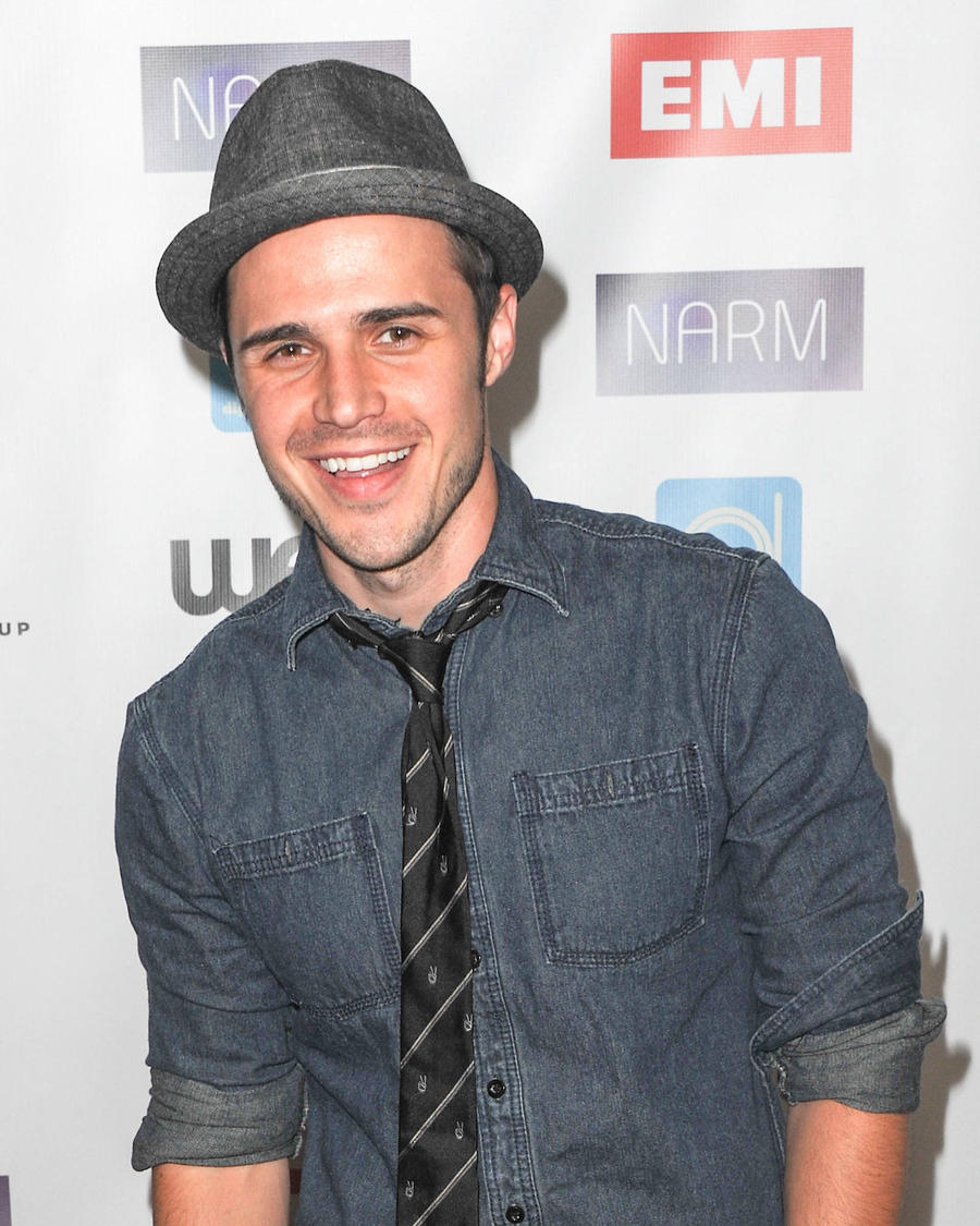 Kris Allen Had To Relearn How To Play Guitar After Car Accident