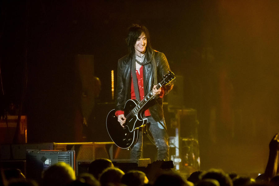 Guns N' Roses Guitarist Richard Fortus Weds