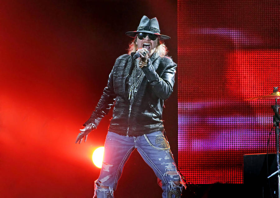 Guns N' Roses Return For Intimate Los Angeles Gig