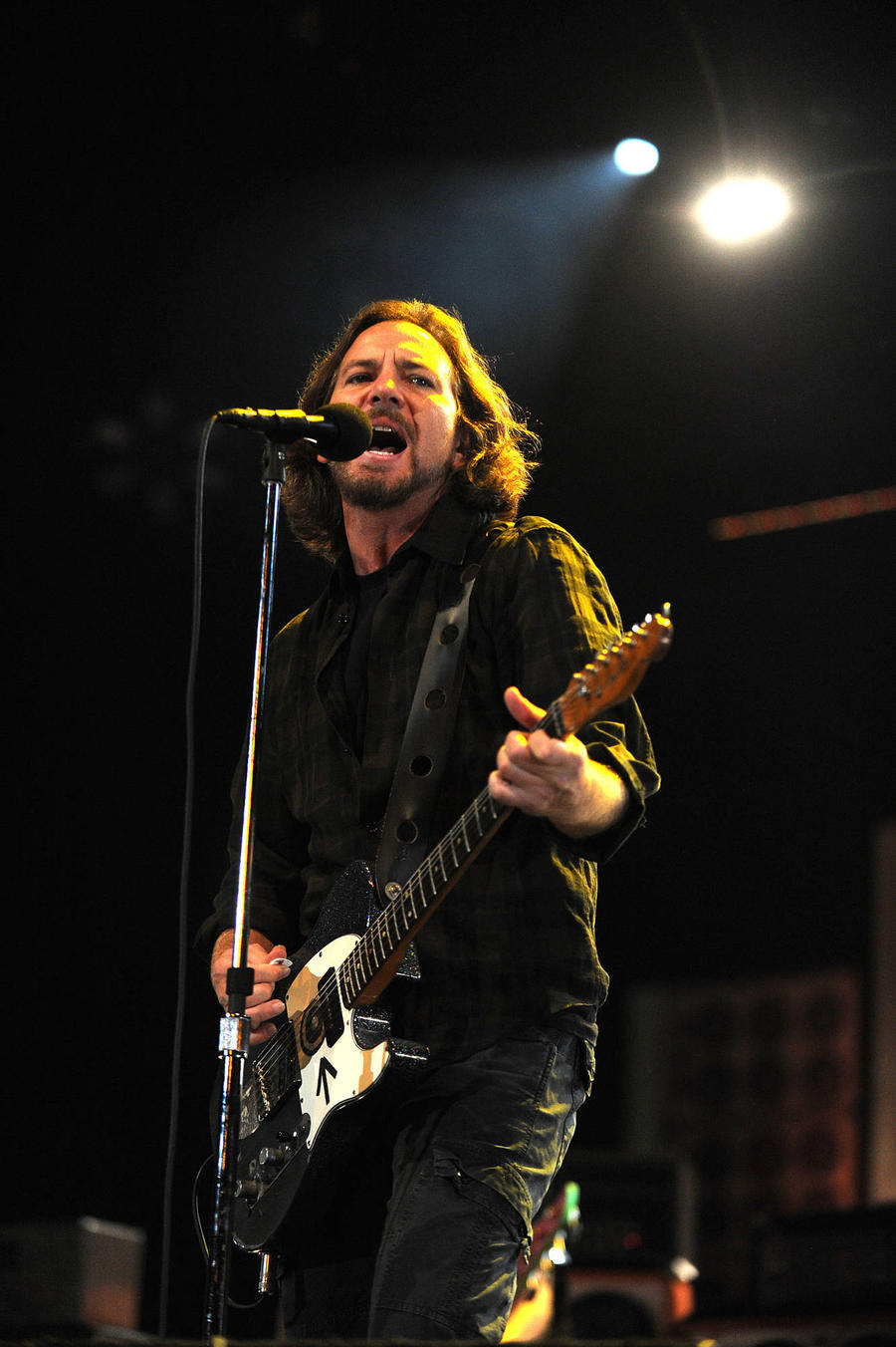 Pearl Jam Donate $70,000 To Help Sailor Who Saved Frontman