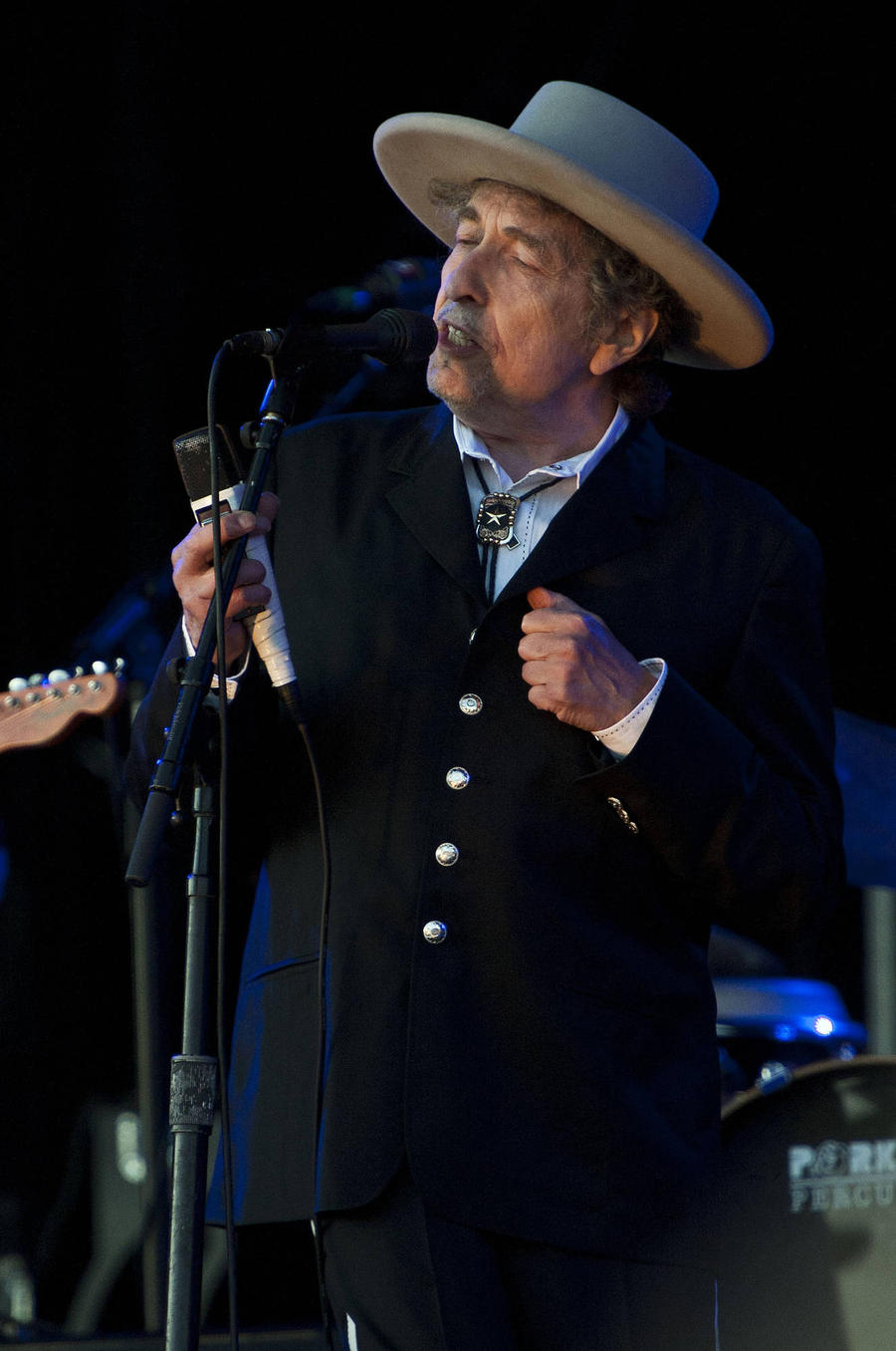 Bob Dylan Makes Triumphant Return To Desert Trip As Nobel Prize Winner