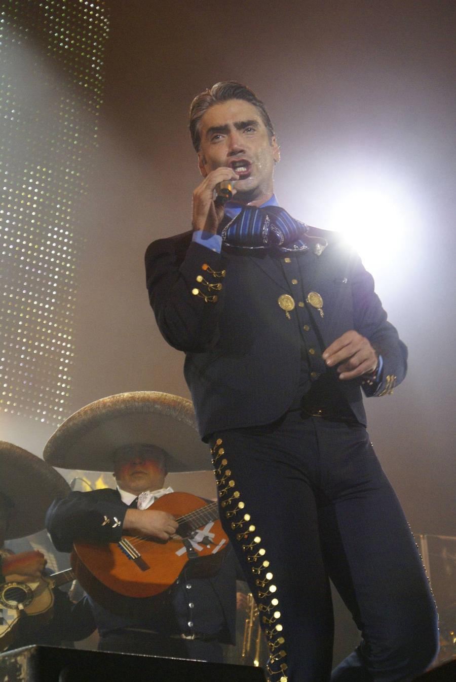 Alejandro Fernandez Plays Down Luis Miguel Photo 'Jab'