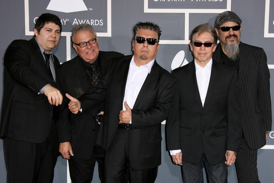 Los Lobos Honoured With Bmi Icon Award