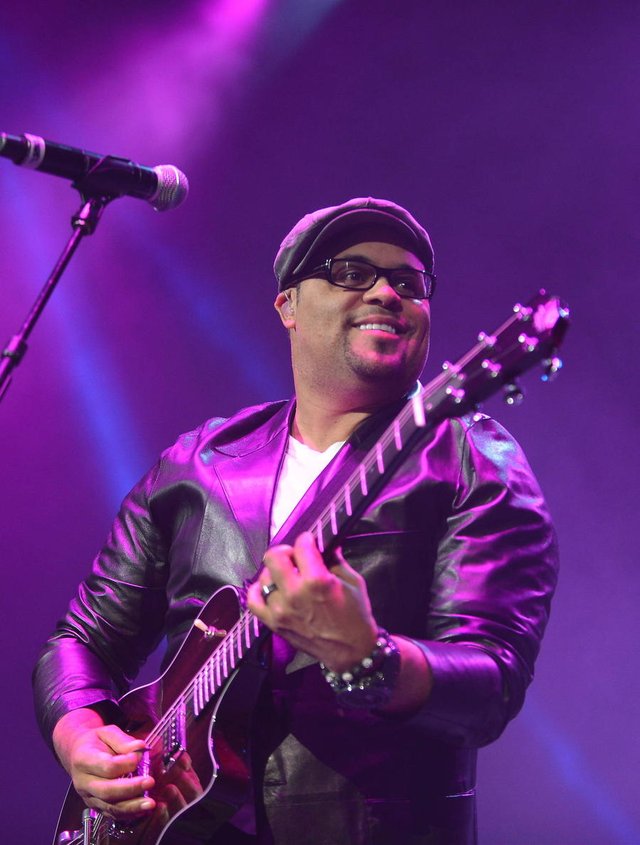 Israel Houghton Denies 'Cheating' With Adrienne Bailon
