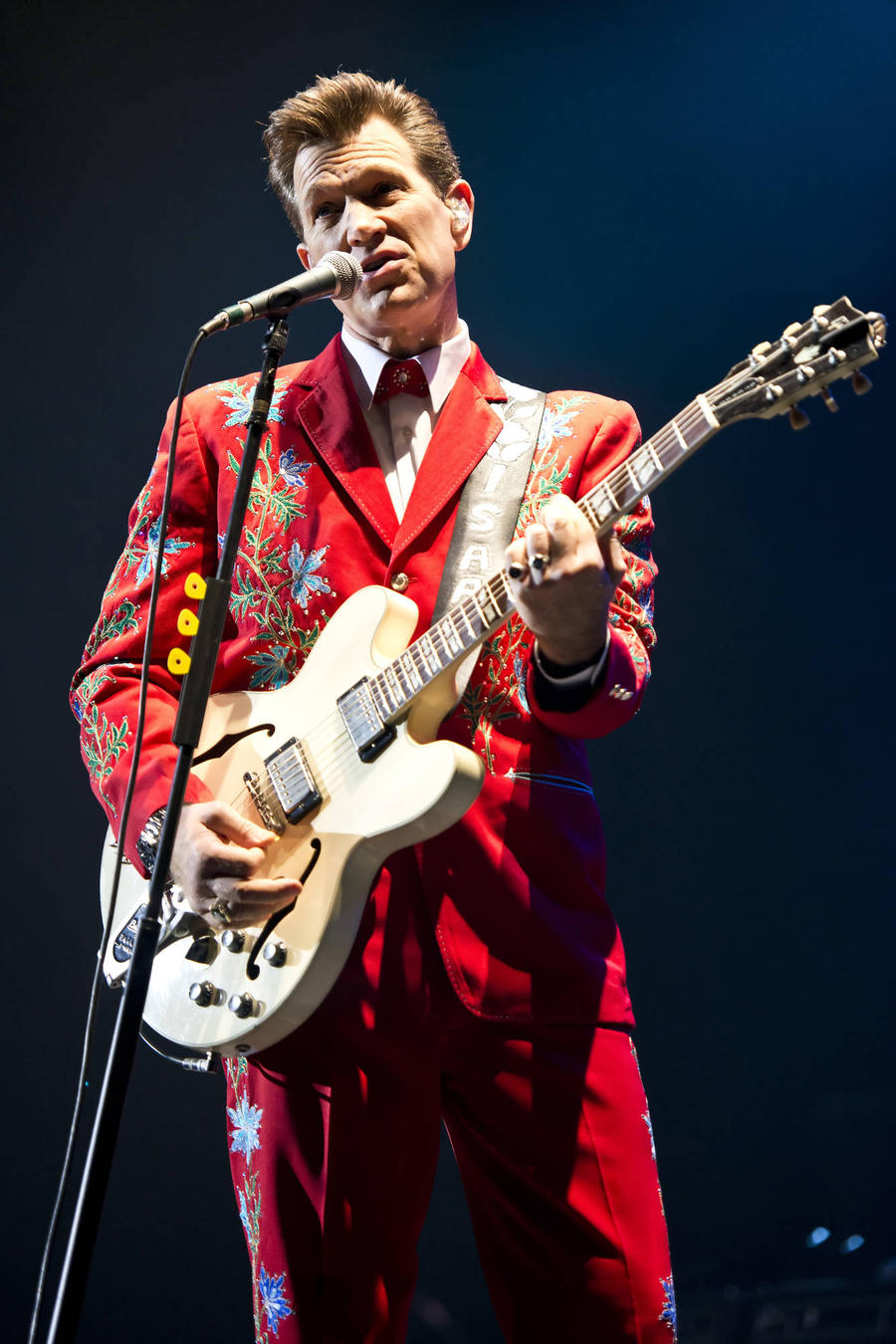 Sick Chris Isaak Cancels 2016 Concerts
