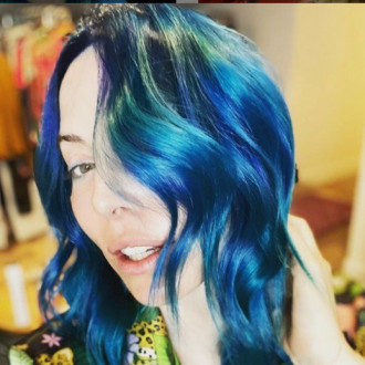 Whitney Cummings keeps changing her hair colour to keep her hairstylist in work amid pandemic
