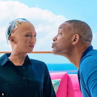 Will Smith Gets Friend-zoned By Robot
