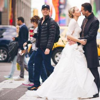 Zach Braff 'Photobombed' Wedding Picture